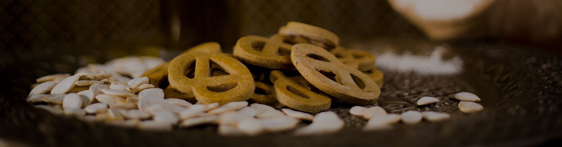 Friandises naturelles et sans gluten, artisanale, pour chiens et chats. Biscuit fait maison, récompenses pour chiens et chats.